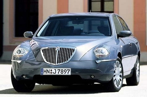 lancia_thesis_gray_front_2004.jpg